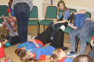 1st Swavesey Guides practice bandaging